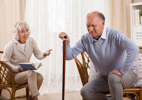 Tại sao bệnh đau nhức xương khớp thường chuyển biến xấu khi trời lạnh - Ảnh 1.