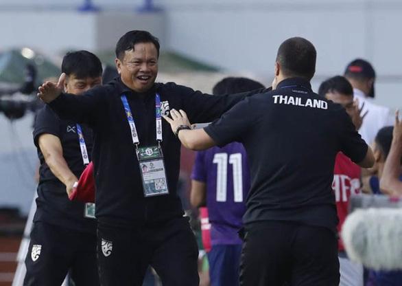 Sau trận thắng Bahrain, báo Thái Lan chê cách làm việc của HLV Rajevac - Ảnh 2.