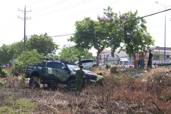 2 ôtô tông nhau rồi lao lên lề tông chết người bán dưa hấu - Ảnh 1.