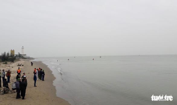 Tìm kiếm học sinh lớp 6 mất tích trên biển Nghệ An - Ảnh 2.
