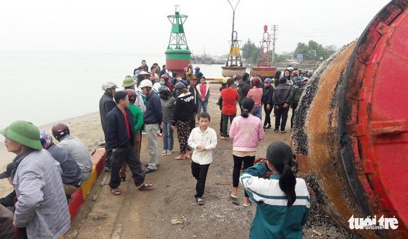 Tìm kiếm học sinh lớp 6 mất tích trên biển Nghệ An - Ảnh 1.
