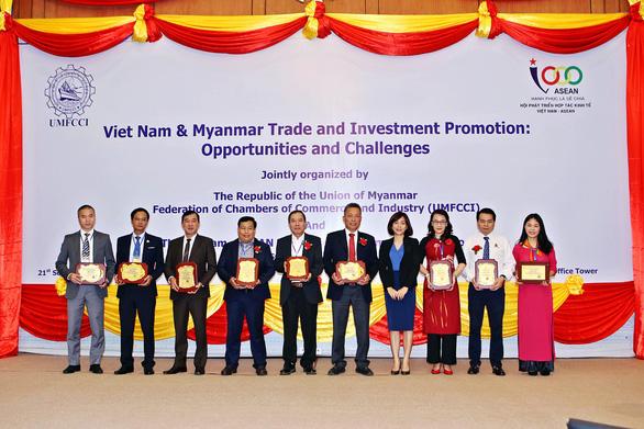 Hoàng Quân Cần Thơ nhận giải Sao Vàng Đất Việt 2018 - Ảnh 2.