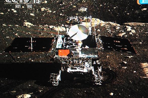 Thỏ Ngọc của Trung Quốc gửi về lời chào từ Mặt trăng - Ảnh 2.