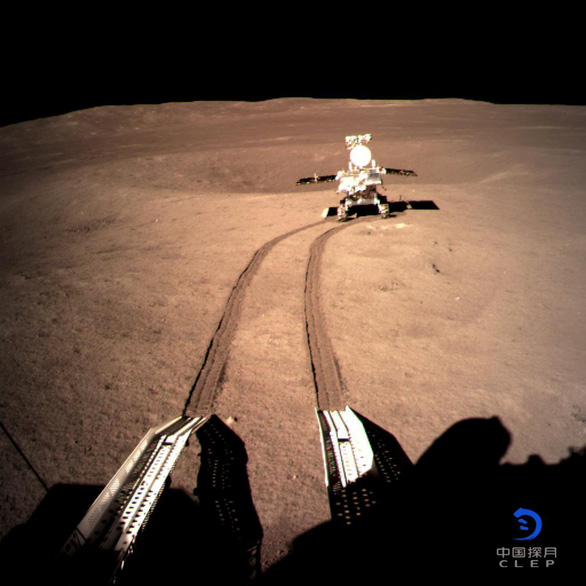 Thỏ Ngọc của Trung Quốc gửi về lời chào từ Mặt trăng - Ảnh 1.
