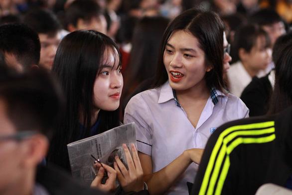 Học sinh Huế hỏi ngành nào nhiều cơ hội việc làm, nhiều học bổng - Ảnh 3.