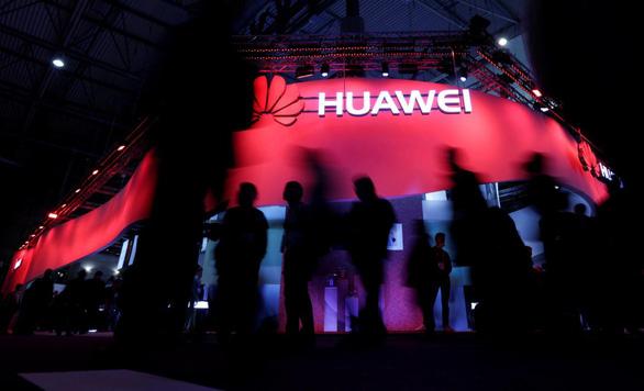 Huawei sa thải giám đốc mới bị bắt ở Ba Lan - Ảnh 1.