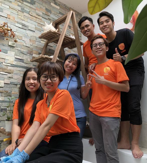 Sinh viên giúp việc ngày giáp Tết lấy tiền làm từ thiện - Ảnh 3.