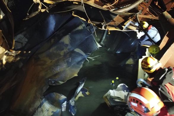 Cháy tàu dầu ở Hong Kong: tìm thấy thi thể  nghi của  thuyền viên Việt Nam - Ảnh 1.