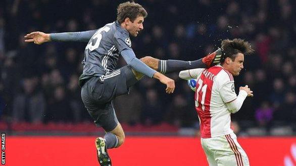 Thomas Muller vắng mặt trận gặp Liverpool vì đá vào đầu đối thủ - Ảnh 2.