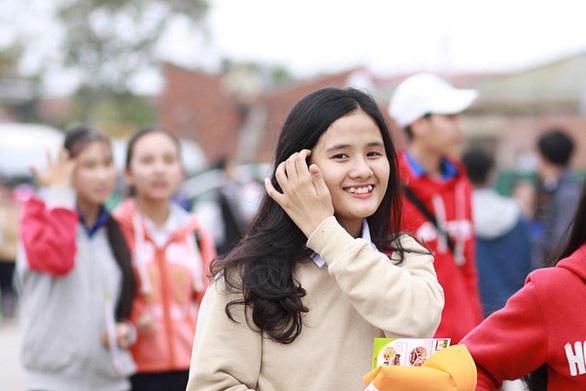 Hơn 4.000 học sinh Huế đi nghe tư vấn tuyển sinh hướng nghiệp - Ảnh 5.