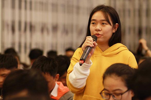 Học sinh Huế hỏi ngành nào nhiều cơ hội việc làm, nhiều học bổng - Ảnh 2.