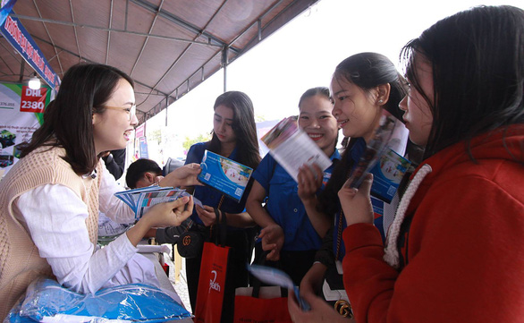 Học sinh Huế hỏi ngành nào nhiều cơ hội việc làm, nhiều học bổng - Ảnh 5.