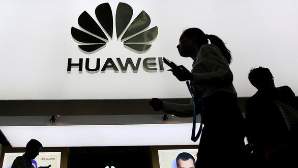 Huawei trong ván cờ của ông Trump - Ảnh 1.
