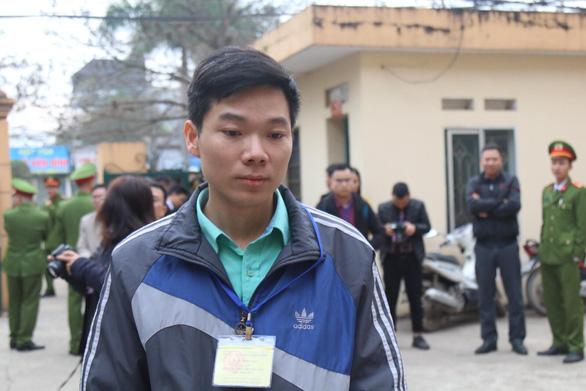 Phiên tòa chạy thận mở lại, bác sĩ Hoàng Công Lương đã có mặt - Ảnh 1.