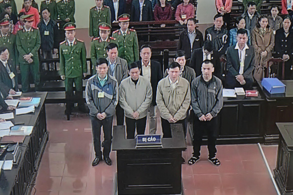 Không hoãn tòa dù luật sư đề nghị giám định tâm thần bác sĩ Lương - Ảnh 1.