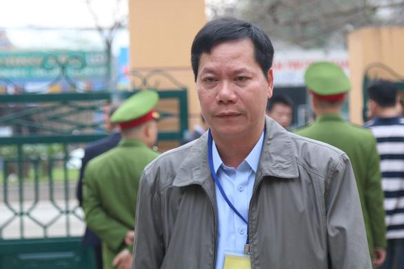 Phiên tòa chạy thận mở lại, bác sĩ Hoàng Công Lương đã có mặt - Ảnh 2.