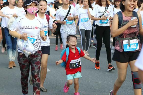 Giải marathon TP.HCM: Ngày hội của những người đam mê chạy bộ - Ảnh 1.