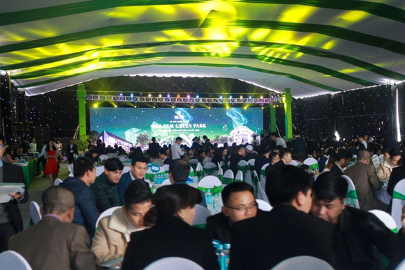 Him Lam Green Park hút khách ngày đầu ra mắt dự án - Ảnh 1.