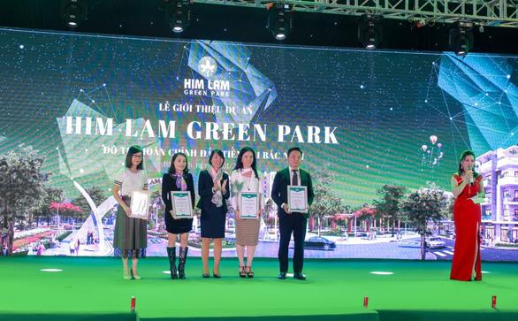 Him Lam Green Park hút khách ngày đầu ra mắt dự án - Ảnh 4.