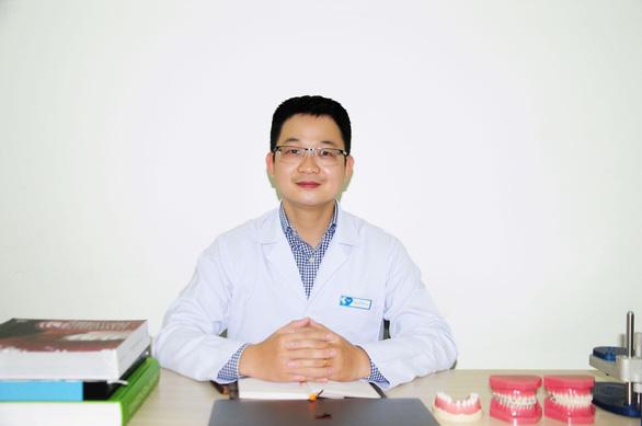 Điều trị thế nào khi trụ răng Implant bị xô lệch? - Ảnh 1.