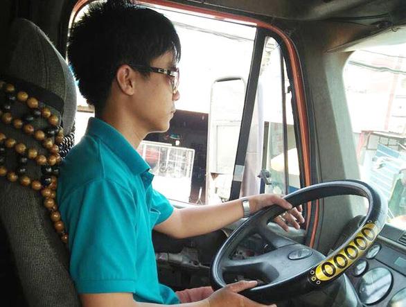 Tài xế xe container chịu nhiều áp lực từ doanh nghiệp vận tải - Ảnh 1.