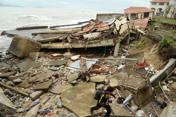 Quảng Nam xin Chính phủ 700 tỉ đồng chống xói lở biển Cửa Đại - Ảnh 1.