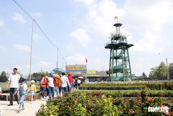 Nhà vườn Sa Đéc đầu tư tiền tỉ cho làng hoa dịp tết - Ảnh 7.
