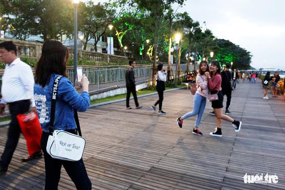 Khánh thành cầu đi bộ bằng gỗ lim 64 tỉ dọc sông Hương - Ảnh 3.