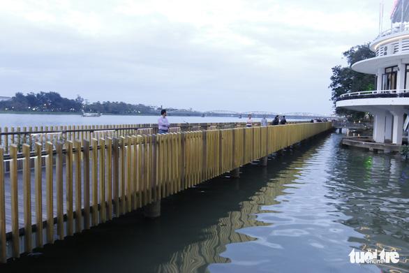 Khánh thành cầu đi bộ bằng gỗ lim 64 tỉ dọc sông Hương - Ảnh 5.