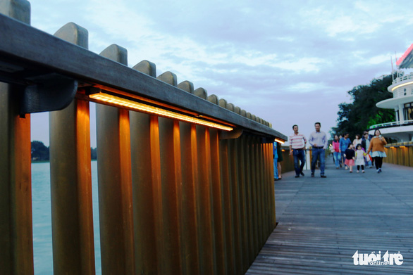 Khánh thành cầu đi bộ bằng gỗ lim 64 tỉ dọc sông Hương - Ảnh 6.