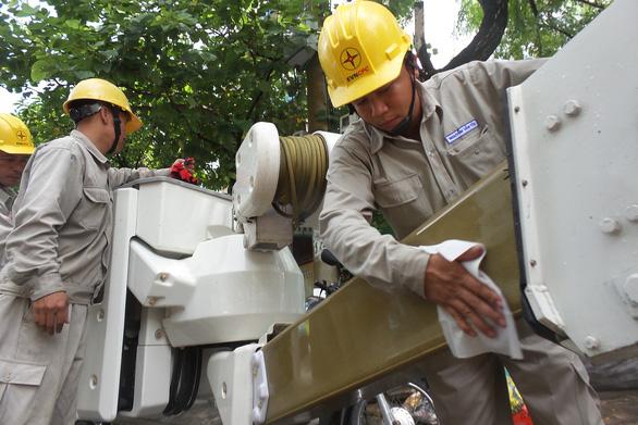 Gần 100% khách hàng đất liền của Điện lực Miền trung có điện lưới quốc gia - Ảnh 1.