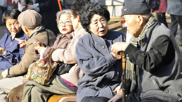 Kinh tế Nhật hồi sinh nhờ phụ nữ, người già và nhập cư - Ảnh 1.