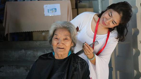 Phiên chợ 0 đồng, gây quỹ tặng quà bệnh nhân nghèo mùa Tết - Ảnh 1.