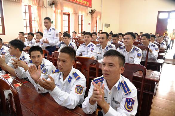 Nghệ sĩ TP HCM giao lưu với chiến sĩ Vùng Cảnh sát biển 2 - Ảnh 3.