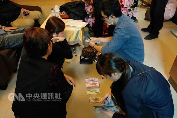 Đài Loan phá đường dây bán dâm của má mì gốc Việt - Ảnh 1.