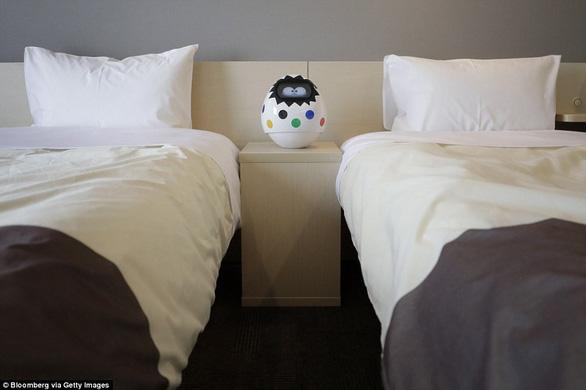 Khách sạn sa thải hơn 100 nhân viên robot vì... ăn hại - Ảnh 5.