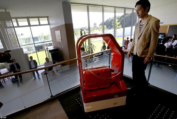 Khách sạn sa thải hơn 100 nhân viên robot vì... ăn hại - Ảnh 6.