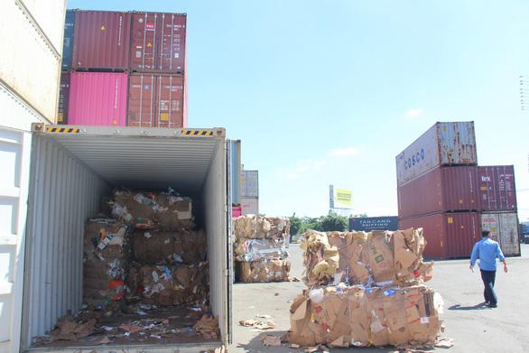 Họp khẩn các tỉnh giải quyết vụ hàng ngàn container ứ đọng vì thông tư - Ảnh 1.