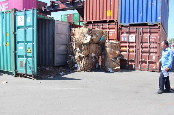Họp khẩn các tỉnh giải quyết vụ hàng ngàn container ứ đọng vì thông tư - Ảnh 2.