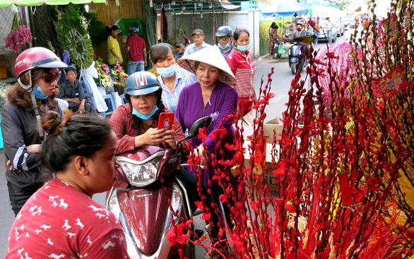 Phố chuyên doanh hoa và ẩm thực Hồ Thị Kỷ hiện dần lên rực rỡ - Ảnh 4.