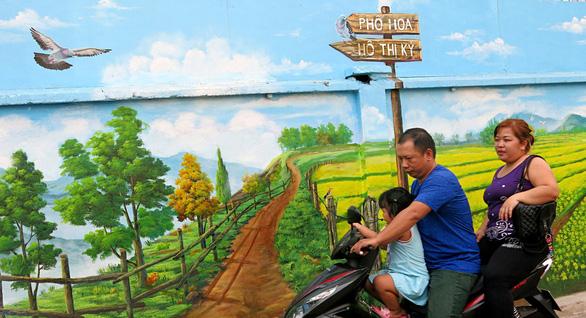 Phố chuyên doanh hoa và ẩm thực Hồ Thị Kỷ hiện dần lên rực rỡ - Ảnh 2.
