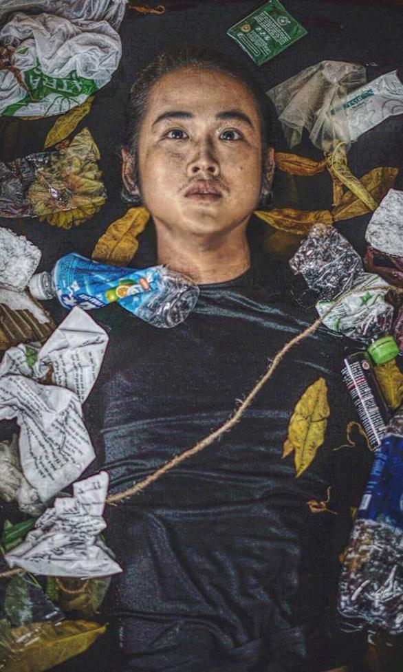 Anh thợ make-up và bộ ảnh sống trong rác, chết chìm trong rác - Ảnh 3.