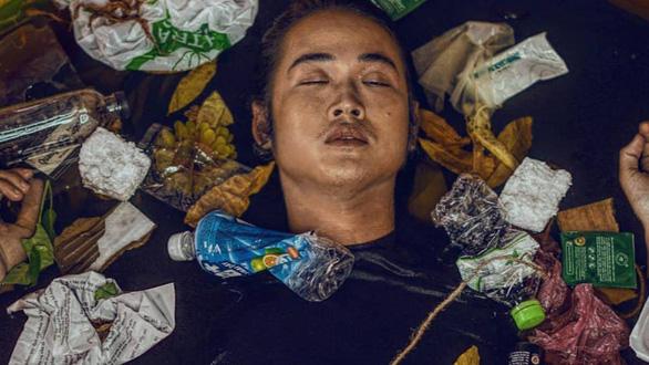 Anh thợ make-up và bộ ảnh sống trong rác, chết chìm trong rác - Ảnh 4.