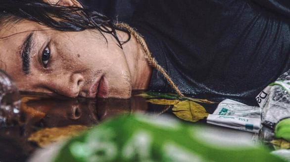 Anh thợ make-up và bộ ảnh sống trong rác, chết chìm trong rác - Ảnh 1.