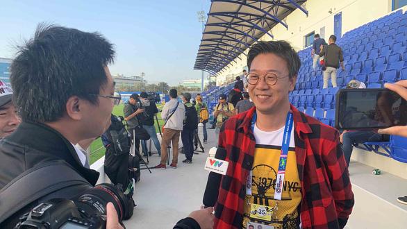 Gần 20 phóng viên Hàn Quốc đổ bộ sân tập của tuyển Việt Nam - Ảnh 2.