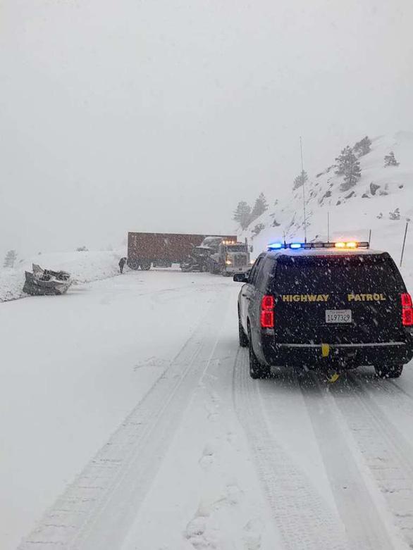 5 người thiệt mạng do mưa tuyết ở California - Ảnh 3.
