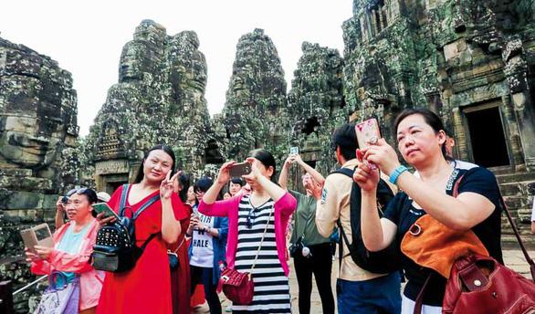 Khách Trung Quốc tràn ngập Campuchia, khách Tây bỏ đi - Ảnh 1.