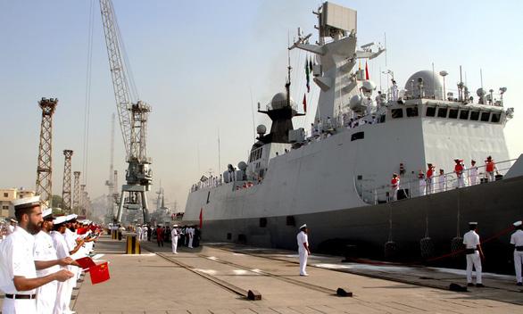 Trung Quốc đóng tàu chiến khủng bán cho Pakistan - Ảnh 1.