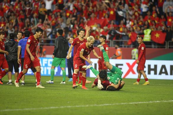 Cầu thủ Việt Nam vui nổ trời sau chiến thắng trước Jordan - Ảnh 2.