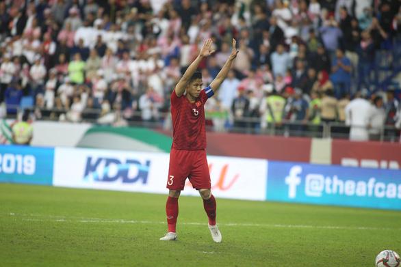 Cầu thủ Việt Nam vui nổ trời sau chiến thắng trước Jordan - Ảnh 5.